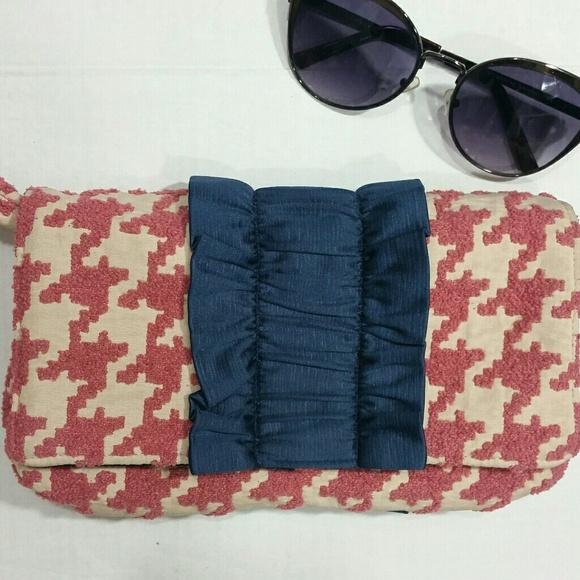 1154 Lill Studio Handbags - 4/$20 Sale 1154 Lilli Studio Houndstooth Clutch